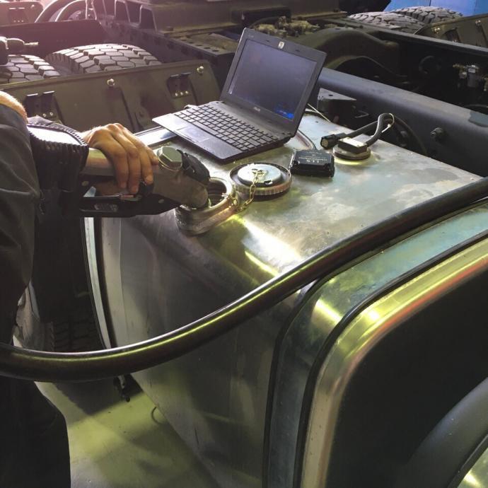 установка датчика топлива Omnicomm